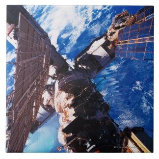 Tierra que está en órbita 5 de la estación espacia tejas  ceramicas