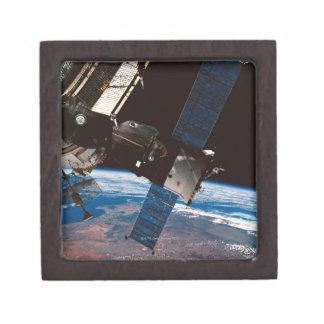 Tierra que está en órbita 6 de la estación espacia caja de recuerdo de calidad