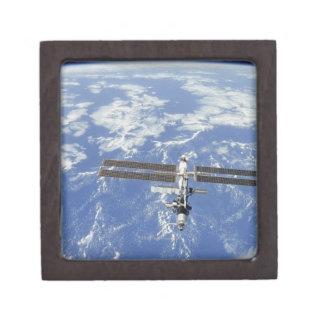 Tierra que está en órbita internacional de la esta caja de joyas de calidad