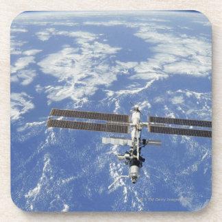Tierra que está en órbita internacional de la posavaso