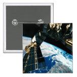 Tierra que está en órbita por satélite 5 pin cuadrado