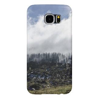 Tierra que fuma después de un incendio forestal fundas samsung galaxy s6
