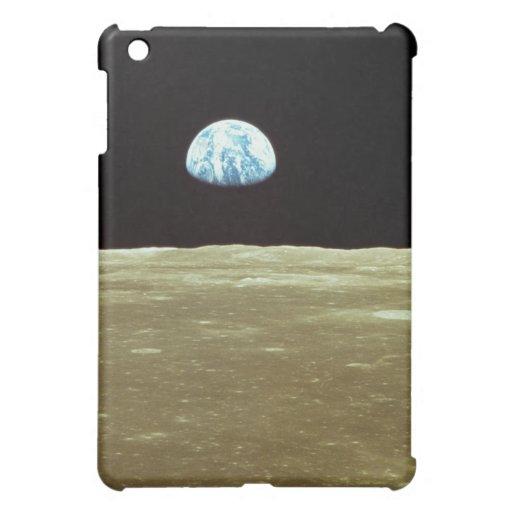 Tierra que sube sobre la luna