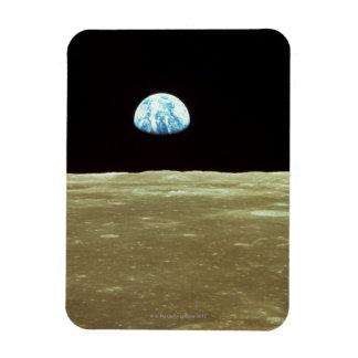 Tierra que sube sobre la luna iman de vinilo