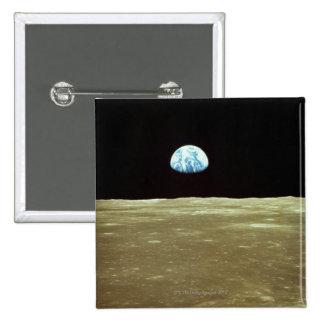 Tierra que sube sobre la luna pin
