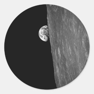 """""""Tierra-Subida,"""" primera foto de esto de espacio Pegatina Redonda"""