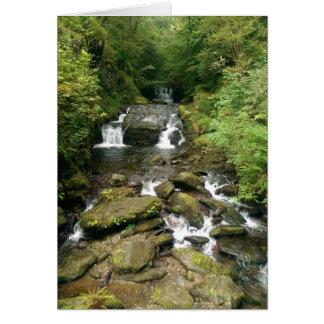 Tierra verde y agradable tarjeta de felicitación