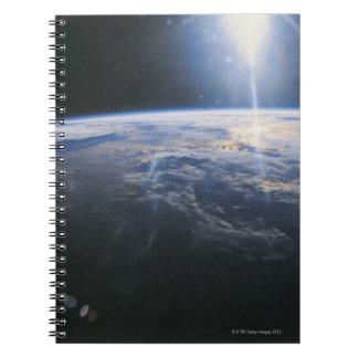 Tierra vista de espacio cuadernos