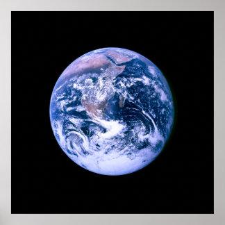 Tierra vista de espacio póster