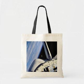 Tierra y luna detrás del descubrimiento bolsas