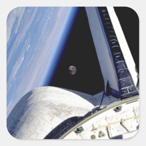 Tierra y luna detrás del descubrimiento pegatina cuadrada