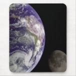 Tierra y luna Mousepad