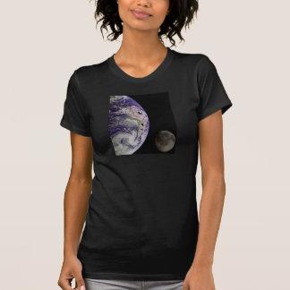 Tierra y luna por la ropa de las señoras de Galile Camisetas