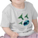 Tierra y pájaros del planeta camisetas
