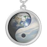 Tierra Yin y símbolo de Yang Colgante Redondo