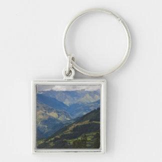 Tierras de labrantío y pueblo en el Himalaya Llavero Personalizado