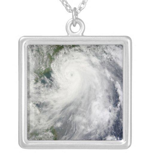 Tifón Chanthu Colgante Cuadrado