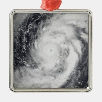 Tifón Damrey en el Océano Pacífico occidental Adorno Cuadrado Plateado