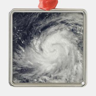 Tifón Lupit sobre el Océano Pacífico occidental Adorno Cuadrado Plateado