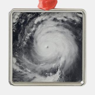 Tifón Maemi en el Océano Pacífico occidental Adorno Cuadrado Plateado