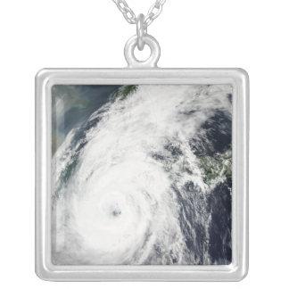 Tifón Rusa 2 Colgante Cuadrado