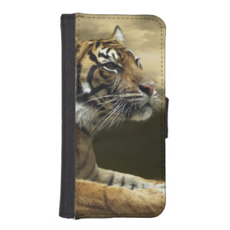 Tiger looking and sitting under dramatic sky wallet phone case for iPhone SE/5/5s