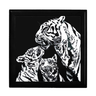 tiger mum with cubs gift box