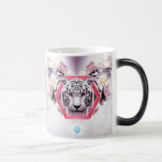 Tigre abstracto en hexágono geométrico taza mágica