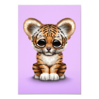 """Tigre adorable Cub de bebé en púrpura Invitación 3.5"""" X 5"""""""