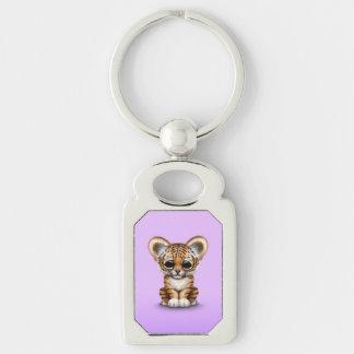 Tigre adorable Cub de bebé en púrpura Llaveros