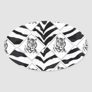 Tigre blanco con el fondo del tablero de damas pegatina ovalada