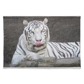 Tigre blanco que lame los labios - Milímetro-milím Mantel