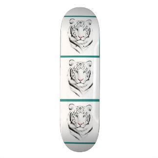 Tigre blanco siberiano monopatín