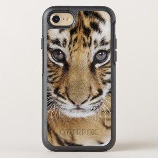 Tigre Cub (bebé de 2 meses) Funda OtterBox Symmetry Para iPhone 7