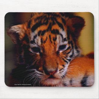 Tigre Cub - foto de siberiano del cojín de ratón c Tapete De Ratones