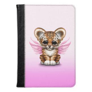 Tigre Cub lindo con las alas de hadas en rosa