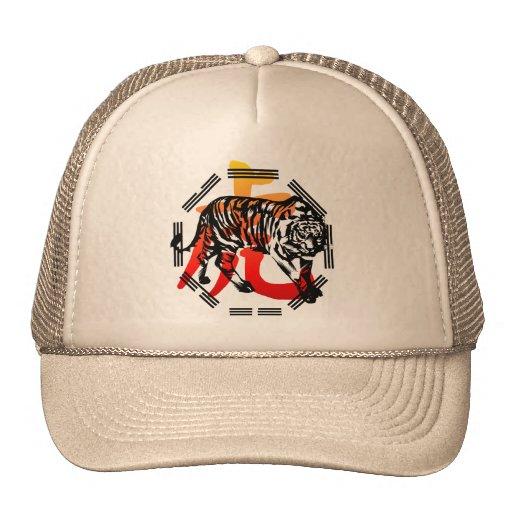 Tigre de Kung Fu y gorra del símbolo