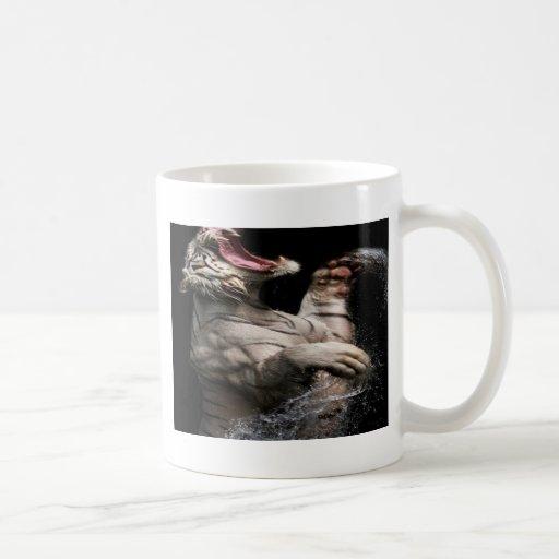 Tigre de levantamiento taza de café