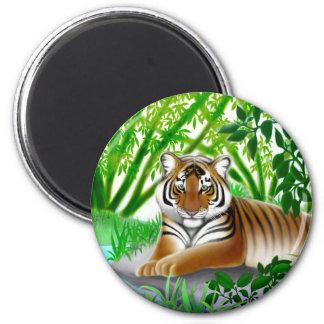 Tigre de Sumatran en el imán de bambú de la selva