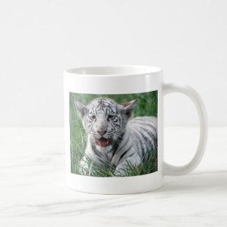 Tigre del blanco del bebé taza clásica