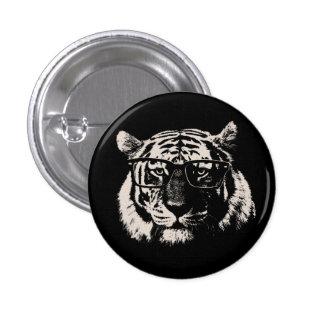 Tigre del inconformista con los vidrios pin redondo de 1 pulgada