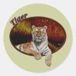 Tigre en óvalo pegatina redonda