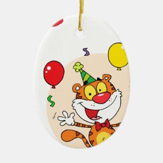 Tigre feliz en fiesta ornamentos de reyes magos