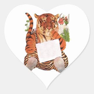 Tigre gruñón calcomanía de corazón