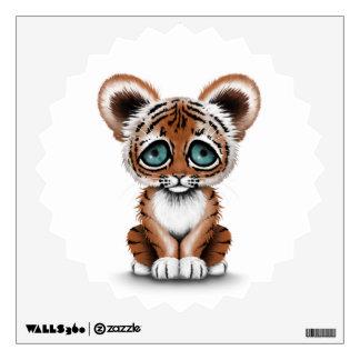 Tigre lindo Cub de bebé con los ojos azules en bla Vinilo Adhesivo