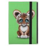 Tigre lindo Cub de bebé con los ojos azules en ver iPad Mini Cobertura