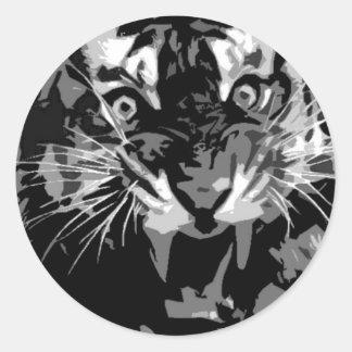 Tigre negro y blanco del rugido etiqueta redonda