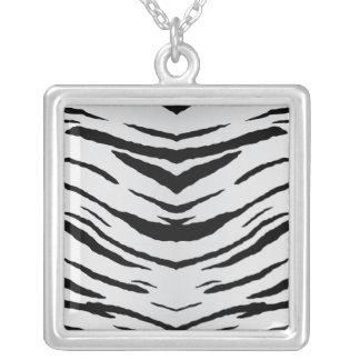 Tigre o cebra blanco rayada collares