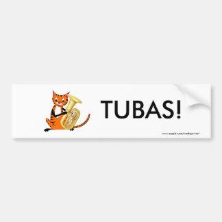 Tigre que juega la tuba etiqueta de parachoque