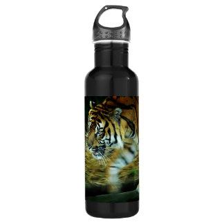 Tigre que quema la botella brillante de la